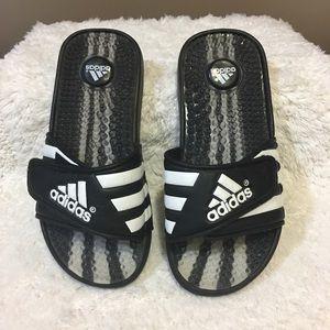 """Adidas """"Adidassage"""" kids slides size 3 Velcro"""